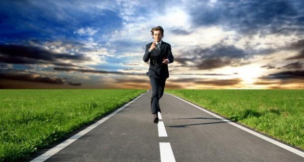 לרוץ לפני המכבש